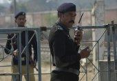 پنجاب کے علاقے قصور میں درحت سے لٹکتی دو لاشوں کے بارے میں پولیس اب تک یہ معلوم نہیں کر سکی کہ یہ قتل تھا یا خود کشی۔