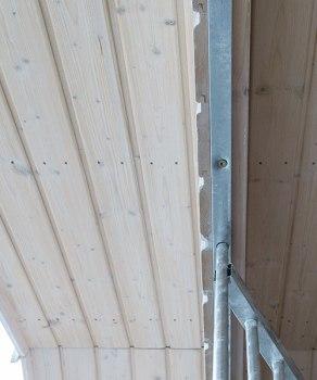 Fertig gearbeitete Holzdecke