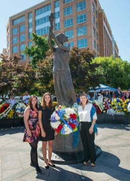 VOC-Wreath-laying-ceremony_Coalition-President-Andrea-Lauer-Rice-and-interns-u00c9va-Lukonits-and-Luca-Mu00f3rocz
