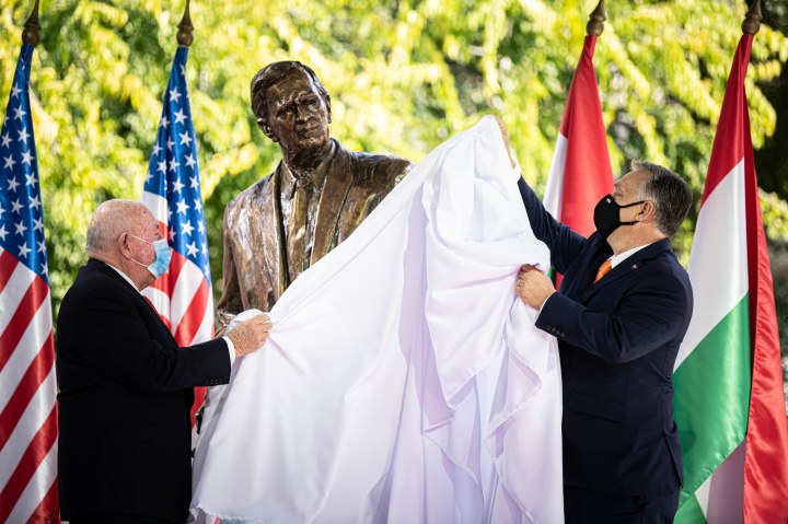 Unveiling of the statue by Viktor Orbán, and David Cornstein