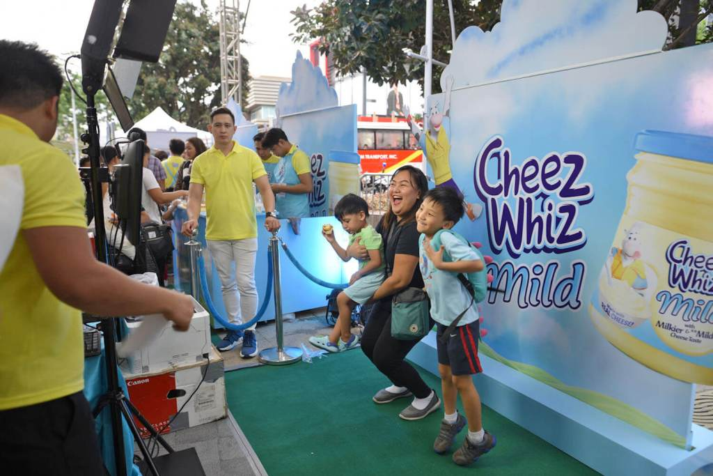 Cheez Whiz Mild Flipbook Booth