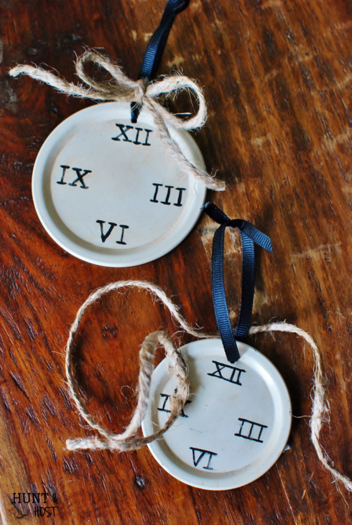 This advent ornament helps remind us that God's timing is perfect. Join us for An Artistic Advent through Ann Voskamp's Advent book. www.huntandhost.net