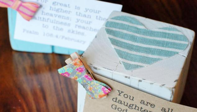 Homemade Gift: Wood Block Photo Or Verse Holder
