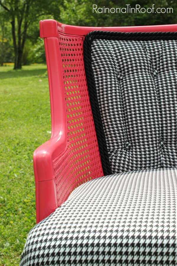 A round up of houndstooth decor and houndstooth DIY ideas! Because houndstooth is my favorite color!