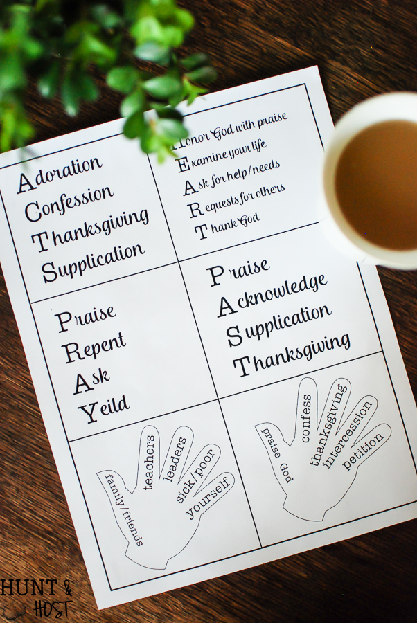 6 prayer models to spice up your prayer life. Prayer acronyms and finger prayers that help you pray in a Godly manner with a free printable!