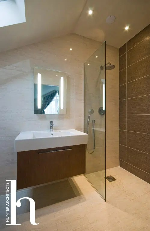 Contemporary En-suite with water efficient taps and shower