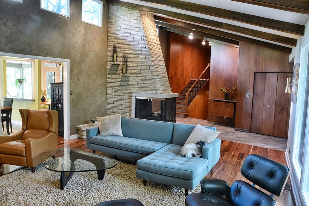 modern-retro-living-room-design-floating-multi-wall-textures-3