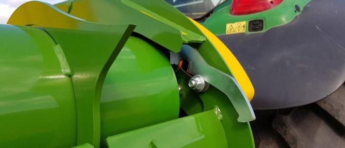 round bale feeder Quick release wiper