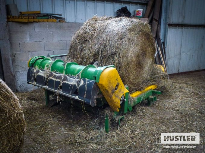 First-Chainless-balefeeder-in-France-after-4-years-of-hard-work.jpg