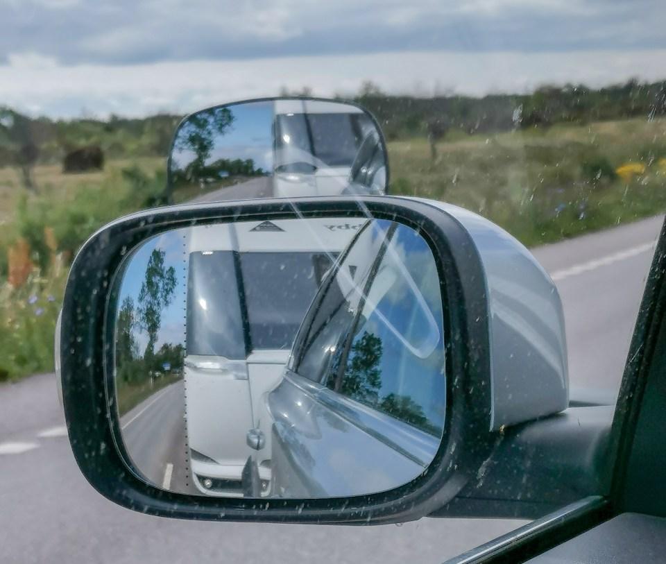 Backspeglar gör att man kan köra säkert med husvagn.
