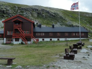 Norwegian flag and cabin from the back, Den Norske Turistforening (DNT) at Rondvassbu Hut, hut2hut operational profile