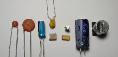 Erilaisia kondensaattoreita