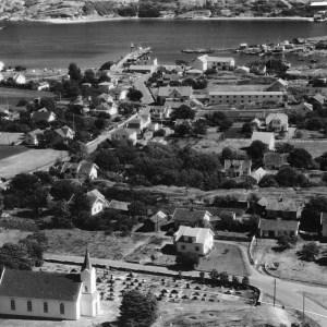 Kirken og veien mot Sandøsund