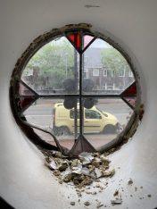 Oud glas in lood verwijderen