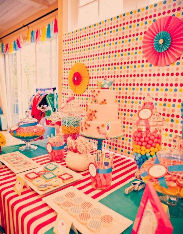 alice in wonderland birthday party dessert table