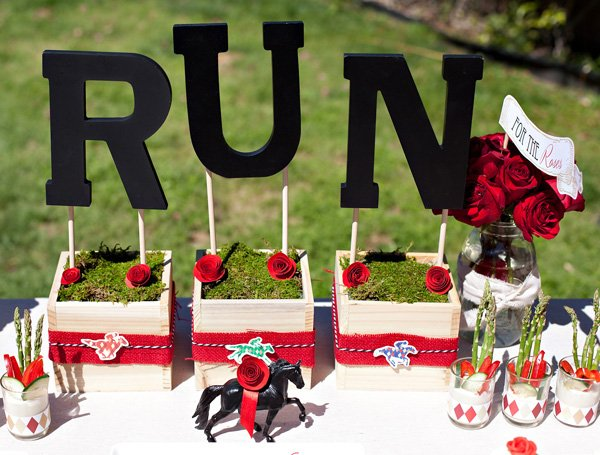 kentucky derby party centerpiece - run for the roses