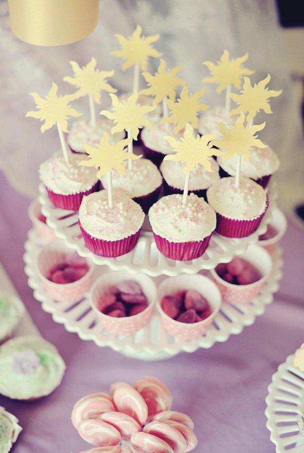 tangled birthday party cupcakes