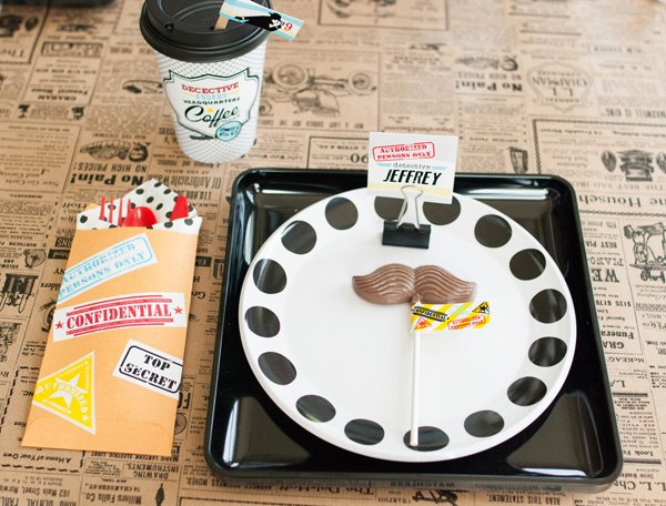 detective birthday party place setting