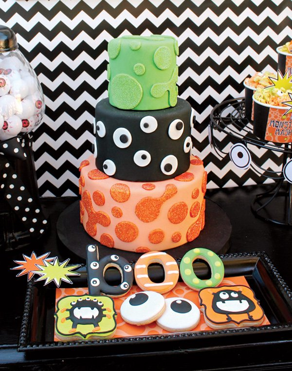 spooky halloween party cake