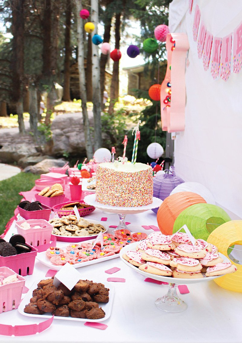 animal cookie party dessert table