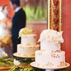 gold leaf weddng cake