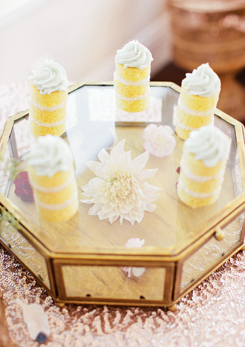 floral-glass-cake-display