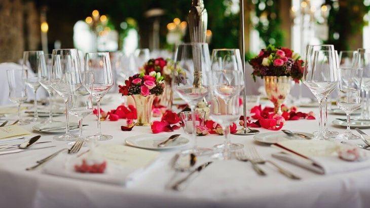 【新郎&ゲスト必見!!】結婚式を失敗しないために見てほしいアスコットタイの結び方とは?結婚式でおしゃれに着こなす方法
