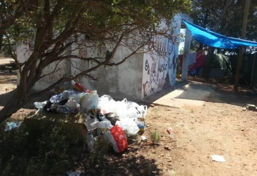 basura-en-la-zona-de-descanso-de-los-trabajadores-del-fib