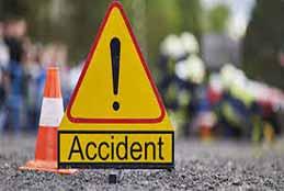 2 Killed, 5 Injured After Car Collides With Median In Nalgonda