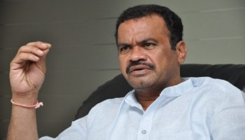 MP Komatireddy Lashes Out At CM KCR