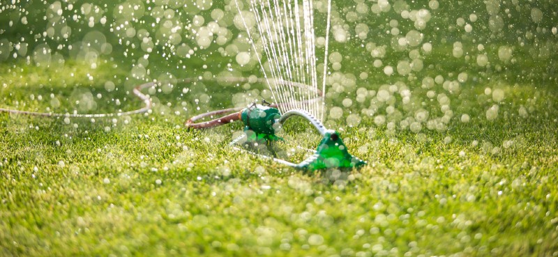 With so many lawn sprinklers now available it can be difficult to choose the right model for you. We compared over 20 of the best lawn sprinklers. See finding