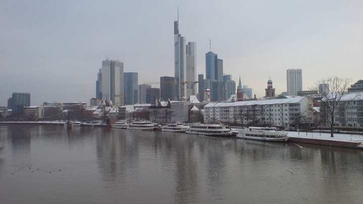 Hydrogen fuel cells help keep data center safe in Germany