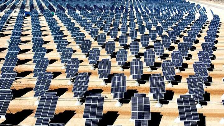 Why is solar power important to hydrogen fuel cell production