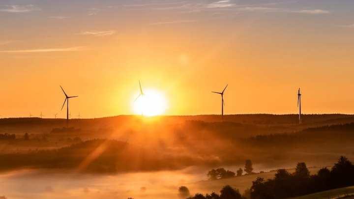 Heatwave brings summer wind energy to standstill in the UK