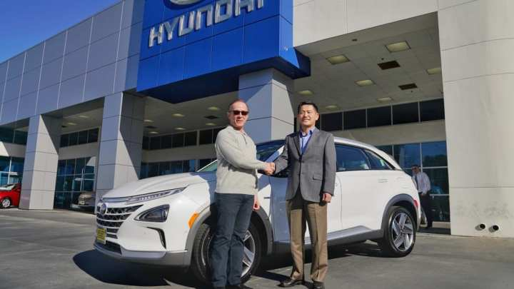 First US Customer receives 2019 Hyundai NEXO fuel cell SUV