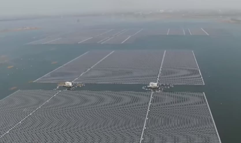 Google moves forward with its first floating solar energy project