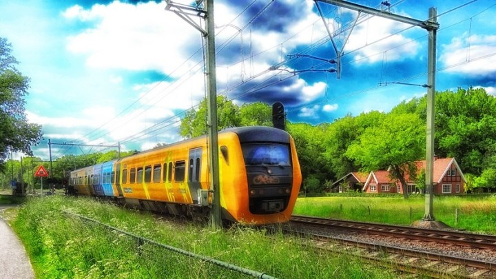 ProRail leads first hydrogen train into the Netherlands