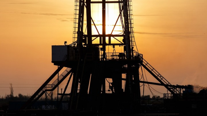Plummeting oil prices are a threat to the US fracking industry