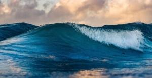 Flow batteries - waves in ocean