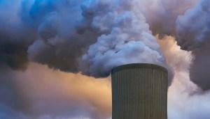 Green hydrogen electrolyzer technology - power plant CO2 emissions