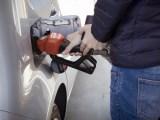 Flexible hydrogen filling station - Person refuelling car
