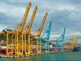 Green hydrogen hub in Brazil - Image of a port with cranes