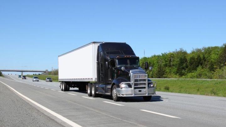 500-mile range Hyundai hydrogen fuel cell semi trucks to undergo testing