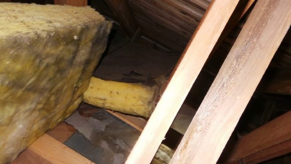 Utbedring av lekkasje fra tak