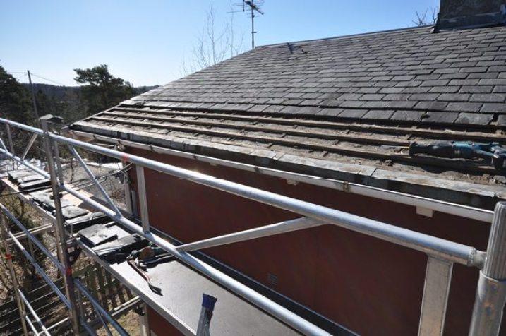 Tatt av skifersten på taket