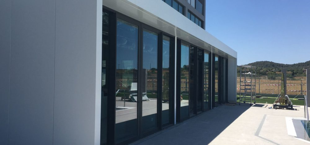 Création fenêtre minimaliste, Tennis Club – Palma de Majorque