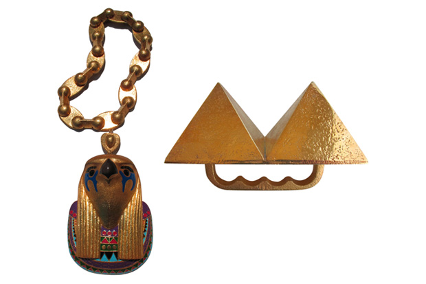 kanye west horus chain pyramid ring 1 Kanye Wests Horus Chain & Pyramid Ring
