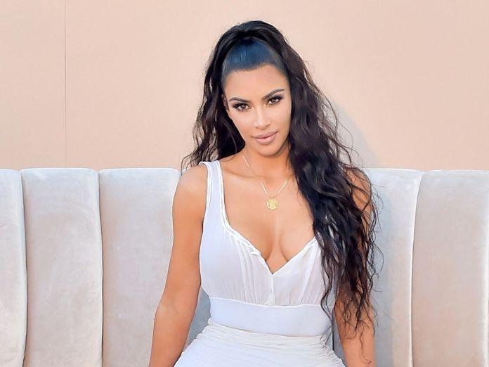 Kim Kardashian Like Pizza And Talking