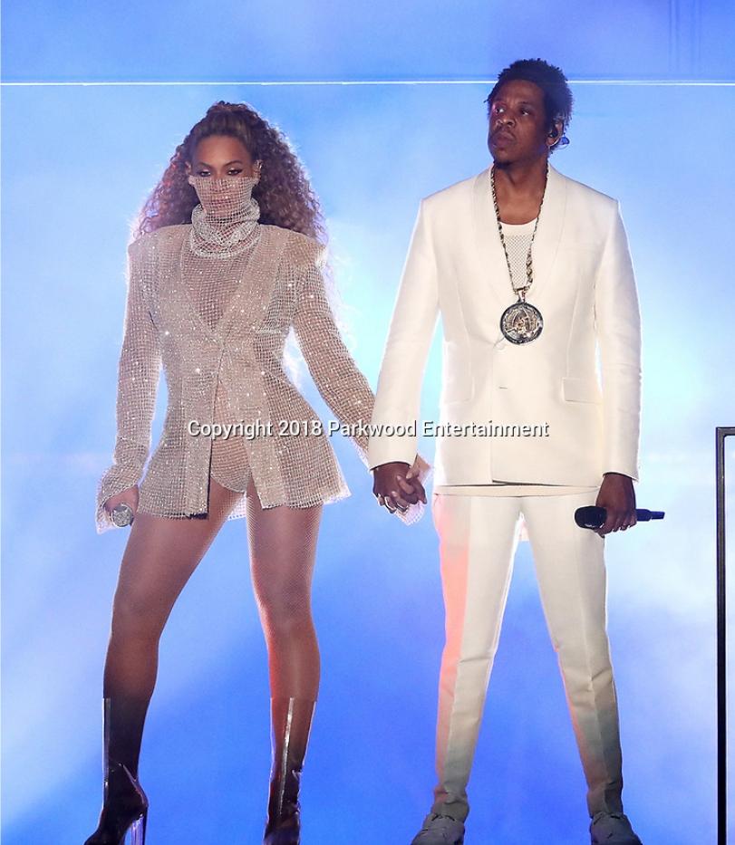 Beyoncé et Jay Z s'affichent nus et créent le buzz