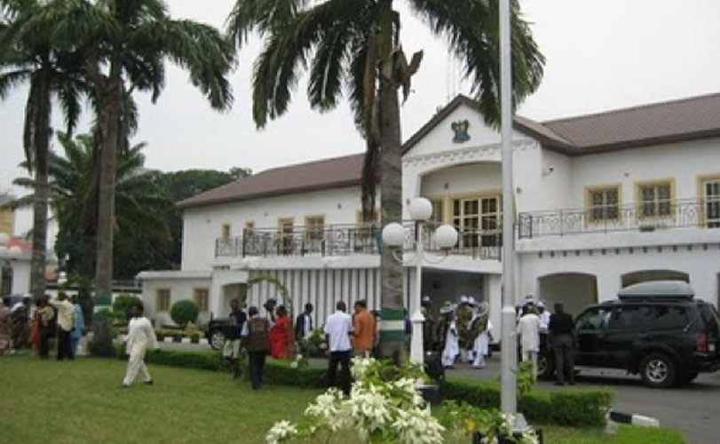 Buhari hands over Presidential Lodge in Marina to Lagos State